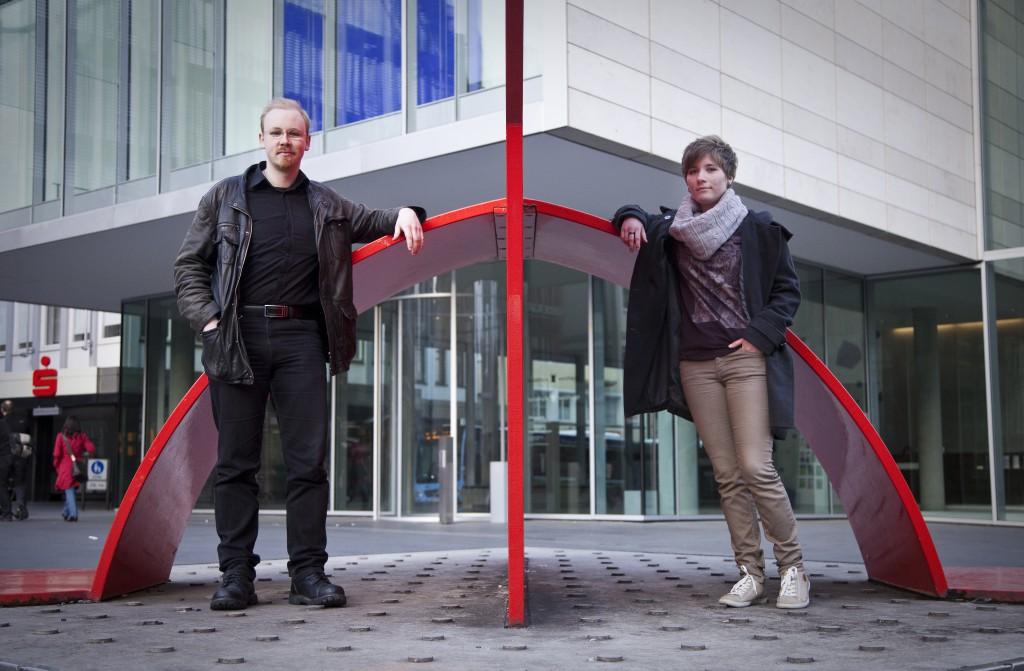 [Azze] Benjamin und Sara Popperbrunnen neben dem Rathaus Ulm.